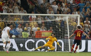 Xabi Alonso marque le second but de Espagne-France à l'Euro 2012