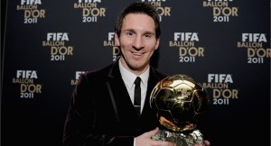 Lionel Messi avec son ballon d'or en 2011