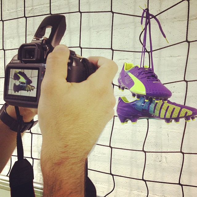 Shooting photo de la @pumafootball #evospeed 1.3 ! À venir sur LPF !